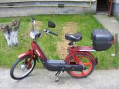 Piaggio Ciao , AF:1999 , culoare visiniu , 49 cmc , inmatriculat ,model clasic pedalier , consum, redus , cutie pentru casca , etc. foto