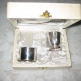 Set pahar cu stativ de servetele vechi metal argintat in cutie originala., Pahare