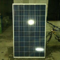 Vind 10 bucati de panouri fotovoltaice aproape noi, pret 200 euro bucata fix, un invertor12v la 220 3000w-6000w este aproape nou pret 1500 ron fix