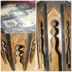 Mobilier - Masuta octogonala din lemn sculptata si pictata manual cu o vechime de aproximativ 100 ani., piesa rara de colectie, MASA ANTICA