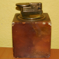 Bricheta veche de birou pe gaz confectionata din alama, necesita incarcare ! - Bricheta Zippo, Tip: De masa