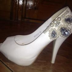 Pantofi decupati cu platforma, marimea 36, cu pietricele si perlute, - Pantof dama, Culoare: Alb, Alb