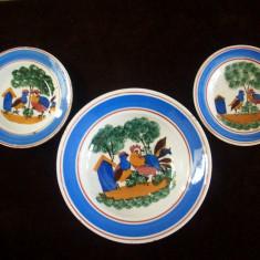 Arta Ceramica - Set de 3 farfurii vechi, Hollohaza, doua mici si RARE cu aceasi tema.Anii1820-1850.
