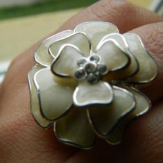 Inel inox, 41 - 45 - Inel de dama, forma de floare, deosebit, marca Avon, marime reglabila