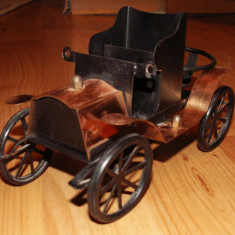Jucarie de colectie - Masinuta metalica Retro decapotata, jucarie handmade anii 70, obiect decor din Epoca de Aur, stativ lumanare parfumata