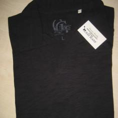 Tricou cu Guler Marca GUESS 100% ORIGINAL Culoare Neagra Marime L cumparat SUA - Tricou barbati Guess, Marime: L, Culoare: Negru, Maneca scurta, Bumbac