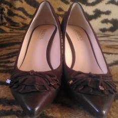 Pantofi damă, marca Guess by Marciano originale, culoare maro, piele naturală, mărimea 37, preț 150 RON - Pantof dama