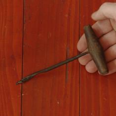 Scule / unelte -- Burghiu - sfredel vechi pentru lemn - tamplarie - Metal/Fonta