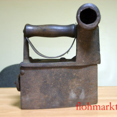 Metal/Fonta - Fier de calcat cu horn, vechime peste 100 ani!