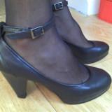 Pantofi dama, Marime: 38, Negru - Pantofi din piele marimea 39, aproape noi!
