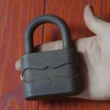 Scule - unelte --- lacat vechi de dimensiuni mari fara cheie !!! - Metal/Fonta