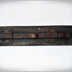 ZAVOR VECHI DIN FIER CONFECTIONAT MANUAL ... 35 X 8 CM. !!! - Metal/Fonta