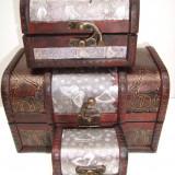 Set 4 cufere din lemn culoare mahon cu insertie auriu - argintiu - vintage, 22/16/16 cm