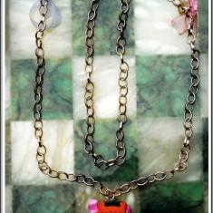 AuX: LANTISOR metalic cu fundite si un frumos MEDALION in forma de casuta