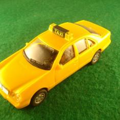 Mercedes - Benz TAXI din plastic. Made in China. Este in stare buna. - Macheta auto Alta, 1:43