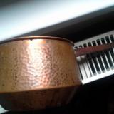 Metal/Fonta - Oala Cupru Provenita Dintr-un Han Sasesc Cu Maner de Lemn Nu e Sparta Nu Curge Obiect Rar Are si capac