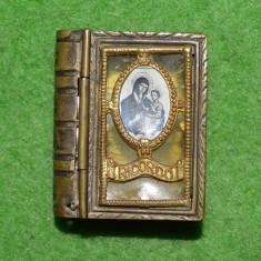 Cutie bijuterii miniatura, forma de carte religioasa, cu icoana Maicii Domnului - Icoana din metal