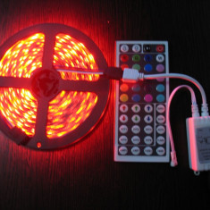 Iluminat decorativ - Banda led RGB 5050, 300 led-uri/5 m, telecomanda (44 taste) incluse.
