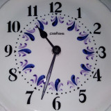 Ceas vintage de perete pe farfurie pictata, cu marcaj Pallas - Ceas de perete