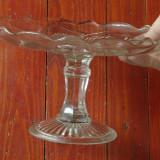 Vintage - Platou cu picior din sticla pentru tort sau prajituri - model deosebit