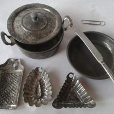 Jucarie de colectie - Jucarii vechi tabla, tacamuri ustensile vase gatit pt aragaz papusi, Germania