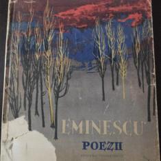 POEZII -- Mihai Eminescu [ilustratii de PERAHIM] -- 1961, 134 p, Tiraj 40.360 exemplare - Carte poezie