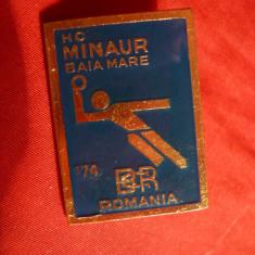Insigna Sportiva Club HC Minaur Baia Mare 1974 dim.=2, 5 x 3, 5 cm - Insigna fotbal