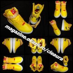 Tenisi dama Nike, Piele sintetica - SNEAKERS GALBENI DAMA GEN FIRMA NIKE SUPREME AIR FORCE 1 WORLD FAMOUS GHETE