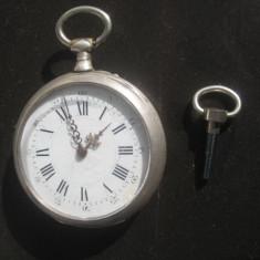 Ceas de buzunar - Ceas buzunar barbat antic functional in argint marcat cu cheie.