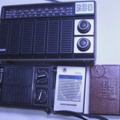 un lot de 4 radio vechi functionale 2 sunt cu lanterna incorpoarata