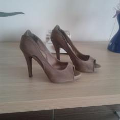 Pantofi dama, Piele intoarsa - Pantofi peep-toe