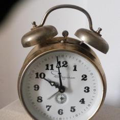 Ceas vechi, desteptator,