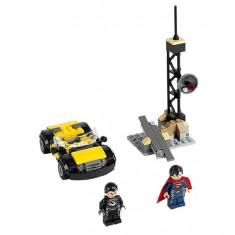 Superman™: Metropolis Showdown (76002) - LEGO Super Heroes