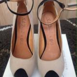 Sandale cu platforma din piele intoarsa