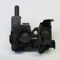 Inchizator capota fata BMW SERIA 7 E65 E66 8240599 din dezmembrari - Crosete