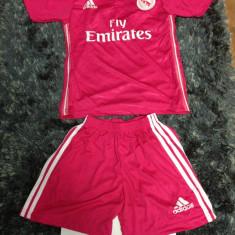 Set echipament copii/compleu fotbal Adidas Real Madrid James REDUCERE DE PRET!! - Set echipament fotbal Adidas, Marime: YXS, XS