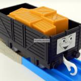 TOMY - Thomas and Friends - TrackMaster - Vagon negru cu cutii portocalii