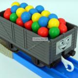 TOMY - Thomas and Friends - TrackMaster - Vagon gri incarcat cu baloane