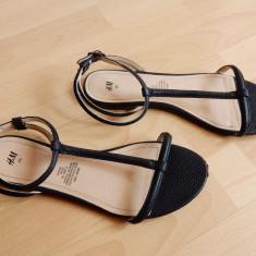 Sandale H&M din piele; marime 40 (26 cm talpic interior) - Sandale dama, Culoare: Din imagine