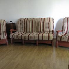 Canapea, 2 fotolii si masuta - Set mobila living