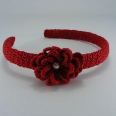 Coronita - Cordeluta rosie cu floare si perla alba de dama crosetata manual Buticcochet