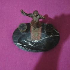 Sculptura, Bronz, Europa - Statueta din bronz cu placa de marmura superba inaltime 20 cm