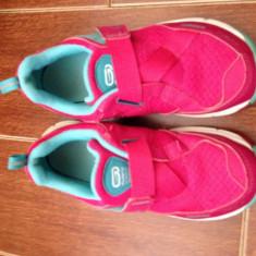 Adidasi fete Oxylane - marime 32 - Adidasi copii Puma, Culoare: Din imagine