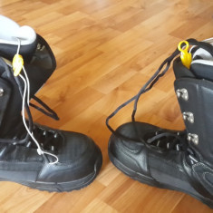 Boots BURTON barbatesti marimea 42 - Boots snowboard