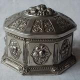 CASETA metalica octogonala, ornamentata in relief. - Cutie Bijuterii