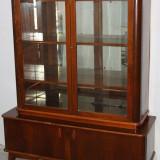 Biblioteca din lemn cu vitrina; Dulap cu rafturi; Comoda cu suprapozabil - Mobilier