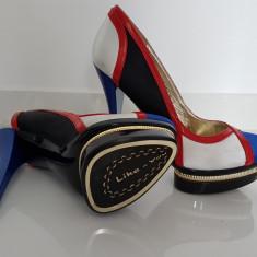 Pantofi model deosebit